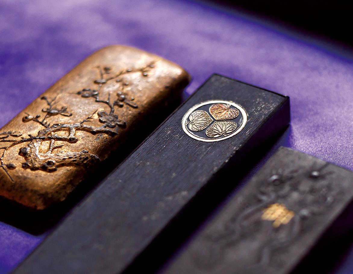 神々しい手作業で生み出される上質な墨は奈良「古梅園」で!