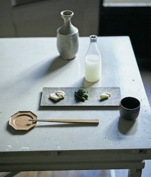 The way to enjoy Japanese green tea and saké with a small tea cup!