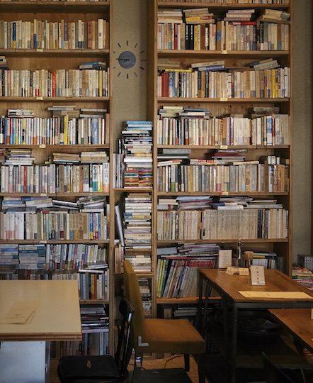 運命の1冊と出合える!日本近代文学館のブックカフェ