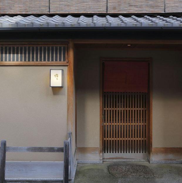 京都和食の名店、緒方。定番「鱧だれご飯」味のぬれおせんべいを発売!
