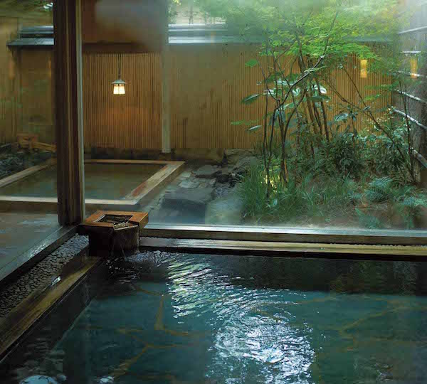 城崎温泉随一の宿「西村屋本館」で、日本文化とロマンな夜を過ごす