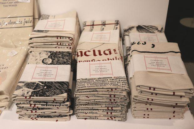稀覯本を集めた展覧会「世界を変えた書物」展のグッズがスゴい!