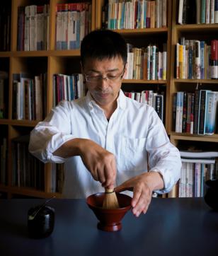 超絶技巧な見立て漆器で抹茶を。漆芸家・「彦十蒔絵」代表 若宮隆志さん