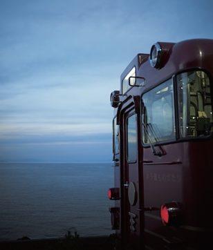 乗り鉄旅へ!観光列車「伊予灘ものがたり」で瀬戸内の絶景と大洲・八幡浜の町歩き