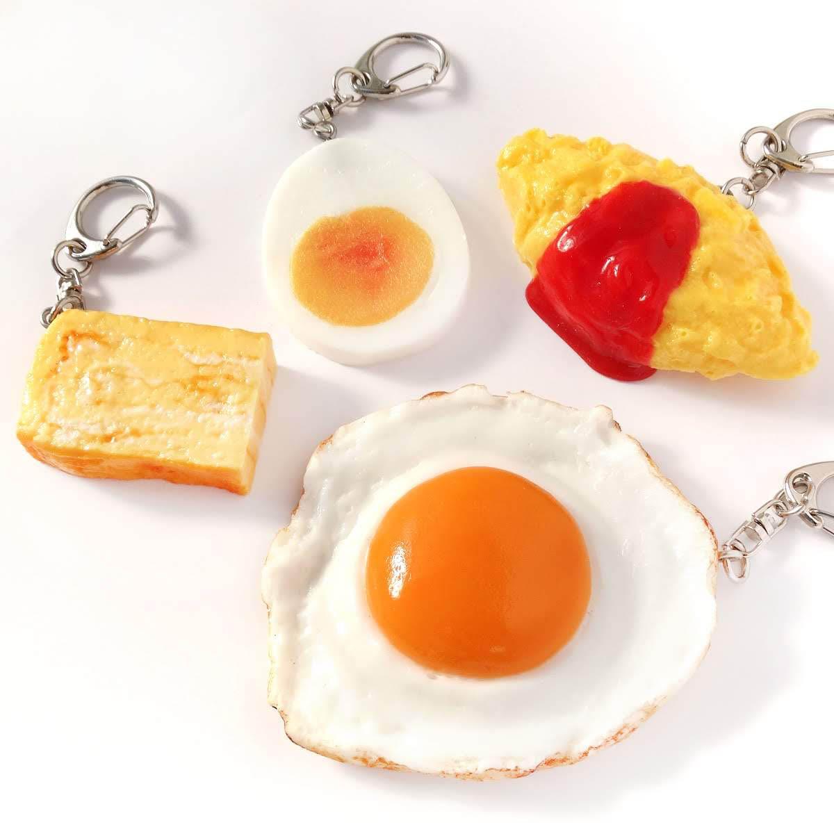 卵料理の食品サンプルのキーホルダー