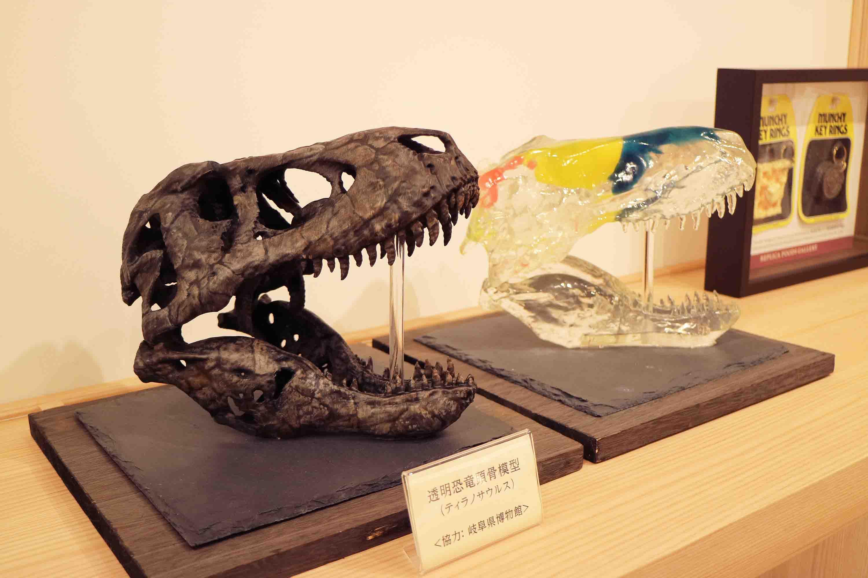 恐竜の頭骨のレプリカ