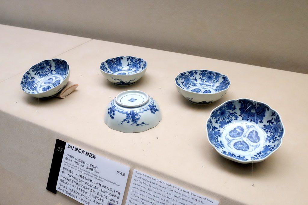 戸栗美術館「青のある暮らし」展示風景 小鉢