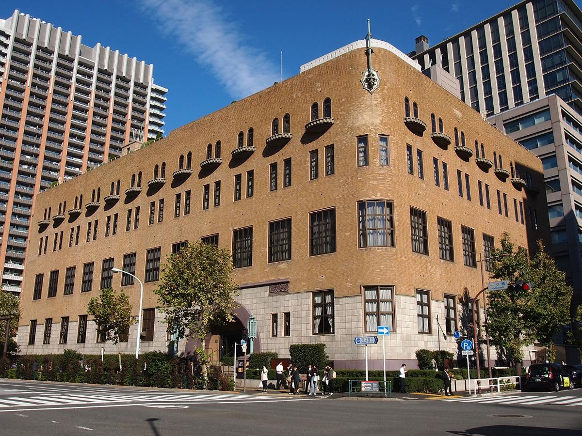 和樂web「建築好き垂涎!東京神田の「学士会館」で食せよクラークカレー」