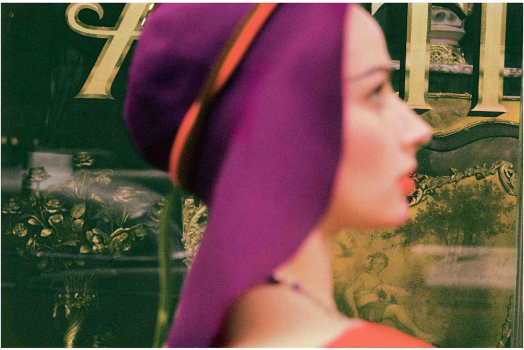 ソール・ライター《キャロル、『Harper's Bazaar』のための撮影》